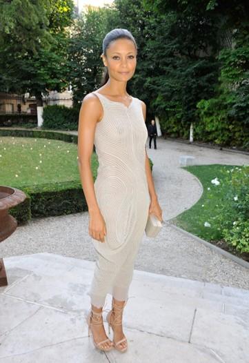 Thandie Newton de Calvin Klein.